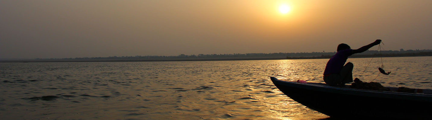 sunrise-fishing-on-the-ganges